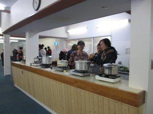 スケート連盟関係者による無料ドリンクサービス スープ・おしるこなど約500杯を提供しました